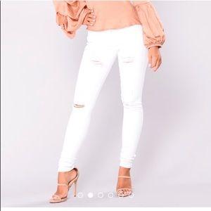 Fashion Nova - Aphrodite Mid-Rise Jeans - Size: 9